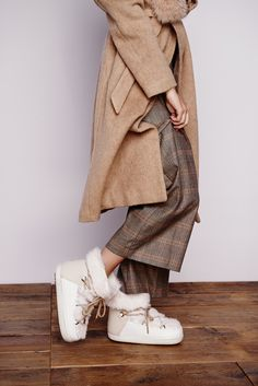 INUIKII fashion winter boot rabbit white. Outstanding style for a cold winter