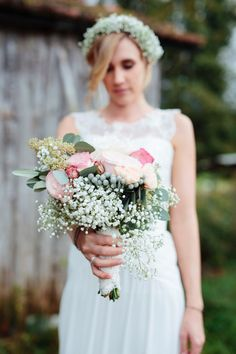 Traumhochzeit auf Ansitz Wartenfels am Fuschlsee Bridesmaid Dresses, Wedding Dresses, Inspiration, Flowers, Highlights, Pink, Fashion, Weddings, Waiting