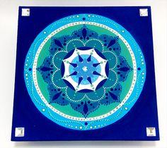 Mandala na caixinha - porta-joias em mdf. Feita por encomenda.