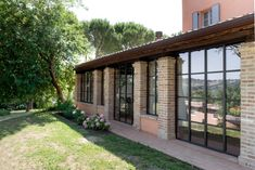 infissi-minimal-longiano (3) Future House, My House, Tiny House Loft, Barn Renovation, Winter House, Sliding Glass Door, Habitats, Outdoor Gardens, Architecture Design