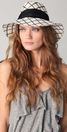 Jordana wide brim fedora in B Silk hat and a quilted brim. There is a grommet at the pleated chiffon band - a very smooth look.