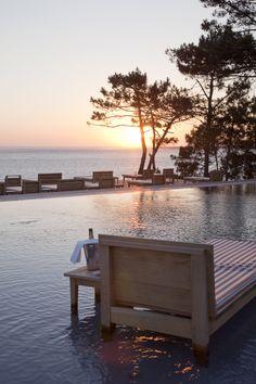 Une piscine à débordement et à effet miroir #Amazing #Pool #Outdoor #LaCoorniche