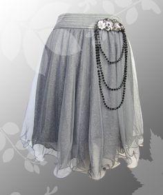 Raffinierter Tüllrock in der Farbe grau. Der Tull ist mit einem glitzerndern Stoff in der Farbe grau unterlegt. von Lady-Mabelicious auf Dawanda.de