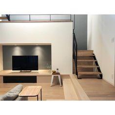 フレコ⋆さんはInstagramを利用しています:「. 家具家電が入りました🌿 テレビの黒が締め色で良い感じ💕 ソファ横のサイドテーブルは無印です⋆͛ . あとはダイニング関係とラグに時計.. ダイニングチェアが決まらず迷走中🙄 まだまだインテリア探しは終わりません💦 .…」 Living Room Under Stairs, Sunken Living Room, Loft House, House Rooms, Archi Design, Apartment Layout, Loft Spaces, Tiny House Design, Lounge Areas