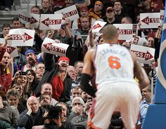 Cleveland #Cavaliers fans are pretty confident that arrows might confuse Tyson Chandler.