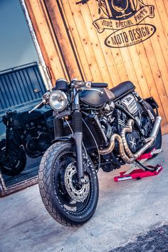 Yamaha VMax 1200 Street Racer by Moto Design Customs Concept Motorcycles, Custom Motorcycles, Custom Bikes, Bike Bmw, Moto Bike, Honda Cb750, Yamaha, Vmax Cafe Racer, Cafe Moto