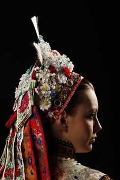 Accompanying a Kroj, Folk Headwear Diy Tiara, Flower Head Wreaths, Goodbye Gifts, Costumes Around The World, Ethnic Outfits, Folk Embroidery, Folk Costume, World Cultures, Textile Prints