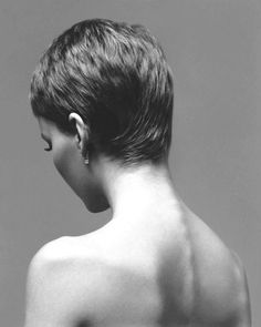 Richard Avedon Mia Farrow, actress, New York, January 1966 Richard Avedon Photography, Richard Avedon Portraits, Current Hair Trends, Cult, My Hairstyle, Hair Blog, Pixie Hairstyles, Pixie Cut, Cut And Style