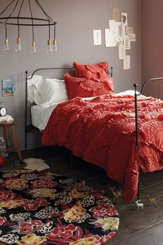 Oh, gray walls, how I love thee! Do you see the ever-so-slightly blushing pink tinge to this gray? While I'm not crazy about the spindly bed-frame, I'm smitten with the reddish coral bedding and floral rug. The artful arrangement of bo Dream Bedroom, Home Bedroom, Bedroom Decor, Pretty Bedroom, Mauve Bedroom, Bedroom Ideas, Bedroom Colors, Coral Bedding, Bed Sets