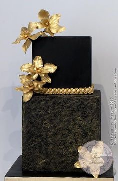 Black and Gold cake - Cake by Galina Duverne - Gâteaux Sur Mesure Paris Black Wedding Cakes, Elegant Wedding Cakes, Elegant Cakes, Beautiful Wedding Cakes, Gorgeous Cakes, Wedding Cake Designs, Pretty Cakes, Cute Cakes, Gold Wedding