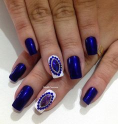 Royal blue color of nails, moderate length, this is an excellent choice. White nail is there to refresh the entire combination and it is naturally decorated with rhinestones in blue color.