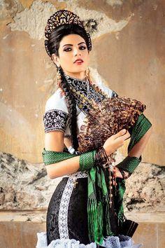 Esta mañana, el equipo de Nuestra Belleza Campeche ganó la Aguja Diamante por el vestido de los diseñadores localesAlejandro Chuc...