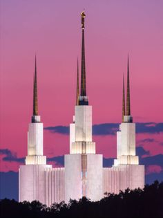 The Washington DC Temple from the side and a pastel sunset. Lds Temple Pictures, Church Pictures, Lds Pictures, Mormon Temples, Lds Temples, Later Day Saints, Pastel Sunset, Lds Mormon, Lds Church