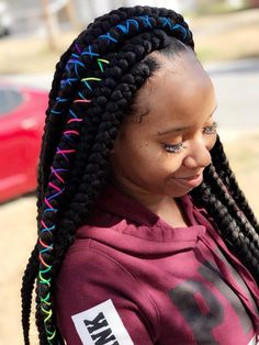 All styles of box braids to sublimate her hair afro On long box braids, everything is allowed! For fans of all kinds of buns, Afro braids in XXL bun bun work as well as the low glamorous bun Zoe Kravitz. Box Braids Hairstyles, Crochet Braids Hairstyles For Kids, Kids Braided Hairstyles, Braids For Kids, My Hairstyle, Girls Braids, Little Girl Hairstyles, Jumbo Crochet Braids, Teenage Hairstyles