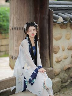 Traditional Fashion, Traditional Dresses, Cute Kawaii Girl, Cute Korean Girl, Beautiful Costumes, China Girl, Chinese Clothing, Chinese Culture, Japan Fashion