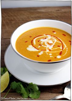 10 minute thai peanut butter and pumpkin soup Vegan Recipes Beginner, Recipes For Beginners, Gourmet Recipes, Soup Recipes, Cooking Recipes, Healthy Recipes, Healthy Soups, Blender Recipes, Eat Healthy