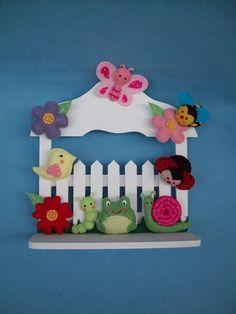 Porta de maternidade cerca decorada com bichinhos de jardim em feltro, bem colorida. Podemos colocar o nome da sua princesinha! R$ 90,00