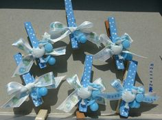 Baby shower- guest pins to wear. Did them for my sista inlaw babyshower