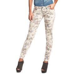 """Summer Ready Hot Kiss Floral Jeans Super cute and gently loved!  These """"Skinny Lily"""" jeans by Hot Kiss don't disappoint!! Hot Kiss Jeans Skinny"""