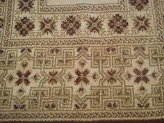 Gallery.ru / Фото #81 - ελληνικα - ergoxeiro Beaded Embroidery, Embroidery Patterns, Cross Stitch Patterns, Cross Stitches, Bohemian Rug, Geometric Patterns, Gold, Design, Dots