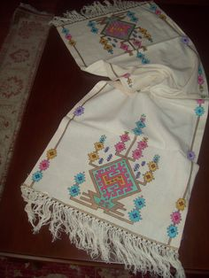 This Pin was discovered by Ays Embroidery Patterns Free, Embroidery Stitches, Hand Embroidery, Knitting Patterns, Seed Bead Projects, Palestinian Embroidery, Cross Stitch Borders, Bargello, Needle And Thread