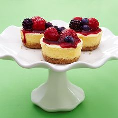 CLEAN Greek Yogurt Cheesecake made in the slow cooker!  Sounds yummy (minus the Stevia)