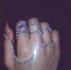 Piercing nez femme diamant 28 Ideas for 2019 Cute Jewelry, Body Jewelry, Jewelry Box, Jewelry Accessories, Diamond Are A Girls Best Friend, Luxury Jewelry, Diamond Earrings, Jewels, Engagement