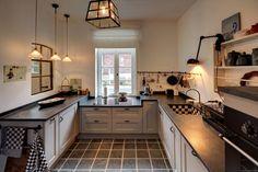 Küchen moderner landhausstil holz  wohnideen küche landhaus toskana flair creme holz rattan stühle ...