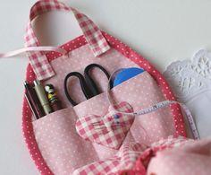 Cute sewing organizer kit by Bronwyn Hayes