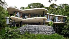 #Architecture: Spectacular rainforest home immerses its residents in lush tropical greenery.
