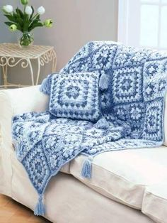 Transcendent Crochet a Solid Granny Square Ideas. Inconceivable Crochet a Solid Granny Square Ideas. Crochet Cushions, Crochet Quilt, Crochet Pillow, Crochet Home, Crochet Crafts, Free Crochet, Knit Crochet, Free Knitting, Crochet Blankets