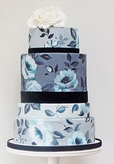 This exquisite blue and white hand-painted cake comes from the skilled hands of Natasha Collins, who pursued a career as an art director in ...