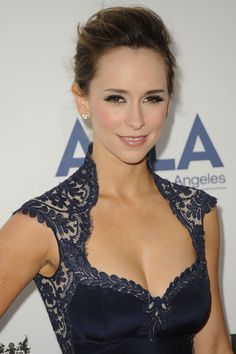 share any good pictures of Jennifer Love Hewitt here. Jennifer Love Hewitt is an American actress, producer, author, television director and singer-songwriter. Jeniffer Love, Melinda Gordon, Queen Anne Neckline, Celebs, Celebrities, Mode Style, Blouse Designs, Beautiful People, Ideias Fashion