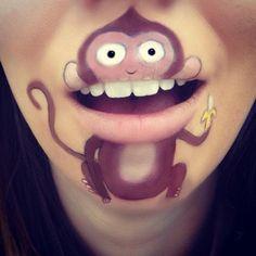 Kreative Maskenbildnerin transformiert ihre Lippen in coole Comic Figuren -
