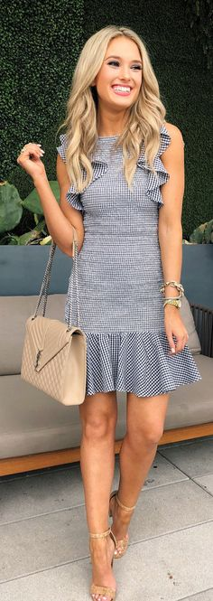 #spring #outfits woman wearing white and black sleeveless dress carrying quilted beige crossbody bag. Pic by @champagneandchanel