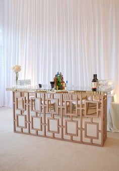 Creative Cocktail Bars for Every Type of Wedding This bar would be perfect for the Madison Hotel! modern and glamorous cocktail bar Bar Deco, Decoration Buffet, Portable Bar, Wedding Decorations, Table Decorations, Wedding Centerpieces, Design Studio, Event Decor, Event Design