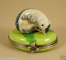 NEW HAND PAINTED AUTHENTIC FRENCH LIMOGES BOX CUTE HEDGEHOG RESTING ON GRASS