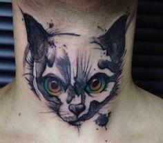 Tatuagem Gato no pescoço
