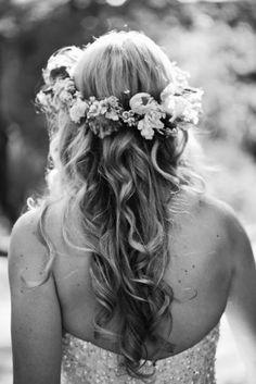 Coiffure mariée, coiffure mariage, accessoire mariage, wedding hairstyle, chignon, demi-queue http://lamarieeencolere.com/post/16466242808/coiffuremariage1#