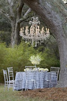I've always wanted an outdoor chandelier. Dinner al Fresco :-) Outdoor Rooms, Outdoor Dining, Outdoor Gardens, Outdoor Decor, Outdoor Seating, Jardin Style Shabby Chic, Dream Garden, Home And Garden, Festa Party