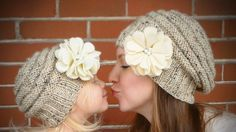 Quando arriva l'inverno è bello sferruzzare per fare cappelli di lana per bambini fai da te con schemi. Ecco tanti modelli bellissimi.