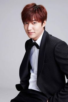 Fan Spends Thousands for a Photo with Lee Min Ho and Gets Shut Down Boys Over Flowers, Asian Actors, Korean Actors, Korean Dramas, Korean Guys, Korean Star, Most Popular Korean Actor, Jun Matsumoto, Hong Ki
