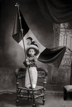 """Mexican Portraits,"" a huge new book, takes a sweeping look at how several generations of photographers in Mexico see themselves and their country. Vintage Pictures, Old Pictures, Mexican Costume, Mexican Revolution, Mexican Heritage, Mexico Style, Chicano Art, Mexican Art, Historical Photos"