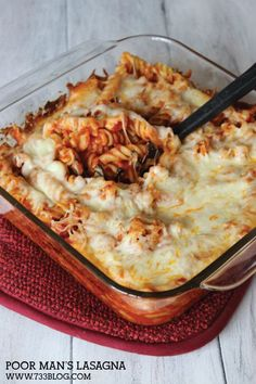 Man's Lasagna Poor Man's Lasagna Recipe - 4 simple ingredients combine into an amazing dish perfect for a family meal!Poor Man's Lasagna Recipe - 4 simple ingredients combine into an amazing dish perfect for a family meal! Cheap Easy Meals, Inexpensive Meals, Frugal Meals, Quick Meals, Cheap Family Meals, Budget Meals, Super Cheap Meals, Cheap Meals For Two, Cheap Food