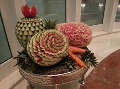 Looking for some ideas for wedding carving arrangements. See the lovely vegetable and fruit carving displays created by Saada Al -Taie for weddings. Fruit Presentation, Fruit And Vegetable Carving, Watermelon Carving, Fruit Art, Some Ideas, Fruits And Vegetables, Bon Appetit, Food Art, Special Occasion