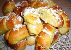Τσουρεκάκια- κρουασανάκια Greek Sweets, Greek Desserts, Greek Recipes, Easter Recipes, Dessert Recipes, Greek Bread, Cypriot Food, Greek Cookies, Food Network Recipes