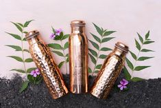 Recommended in an Ayurvedic health routine: a copper bottle. This bottle is made from pure copper, leak-free and beautifully engraved. Copper Vessel, Pure Copper, How To Polish Copper, Health Routine, Drinking Water, Ayurveda, Water Bottle, Pure Products, Bottles
