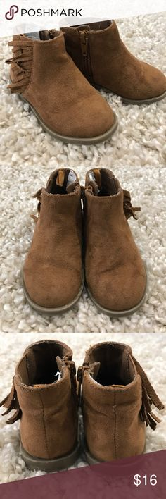 Old Navy Toddler Boots Old Navy Toddler boots with fringe. Size 5, in great used condition and from a smoke free home. Old Navy Shoes Boots