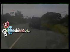 Motorista Enganchado De Un Camion #Video   Cachicha.com