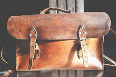 Old leather bag, vintage bag. Vintage Leather, Real Leather, Vintage Bag, Leather Bags Handmade, Best Bags, Leather Briefcase, Antique Shops, Messenger Bag, Satchel